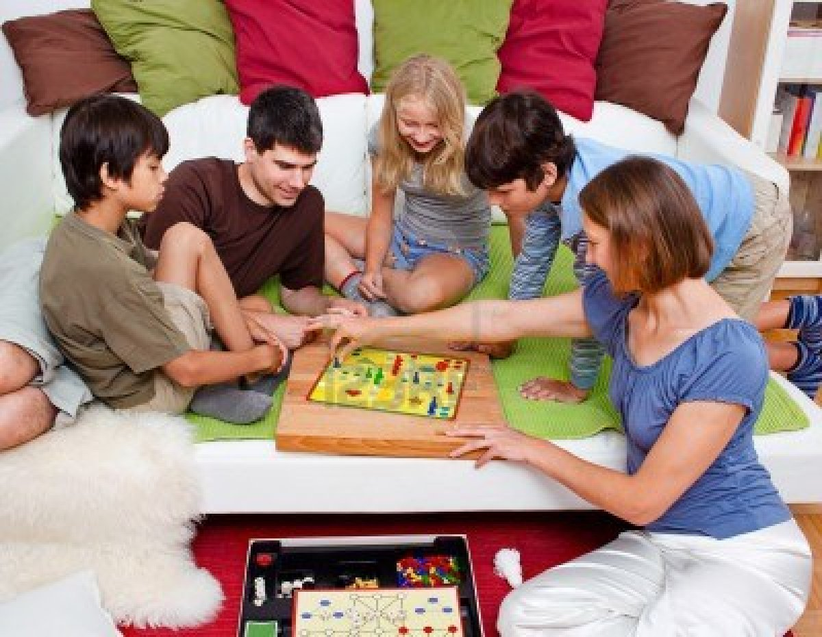 7596084-a-young-family-is-playing-board-games-in-their-bed.jpg